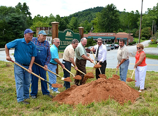Park contractor Leon Allison, Green River farmer Theron Maybin, county commissioners Grady Hawkins, Charlie Messer, Tommy Thompson and Mike Edney, and local leaders David Hill and Terry Maybin break ground at Tuxedo Park.