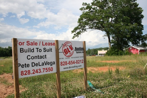 Investors plan a hotel, a Bojangles and other retail on Upward Road at I-26.