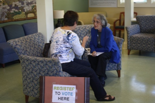 Martha Sachs, an Obama campaign volunteer, speaks to a woman about voter registration at the Free Clinics.